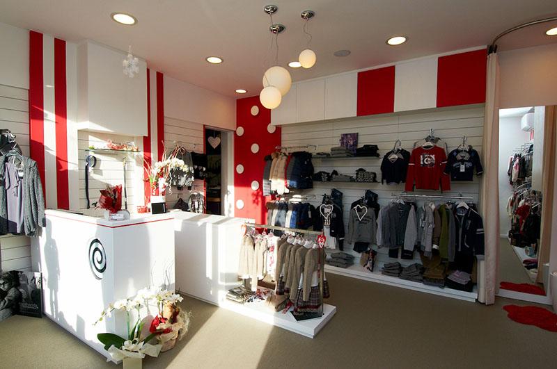 Terdesign arredamento negozio di abbigliamento agitaty for Arredamento bambini design