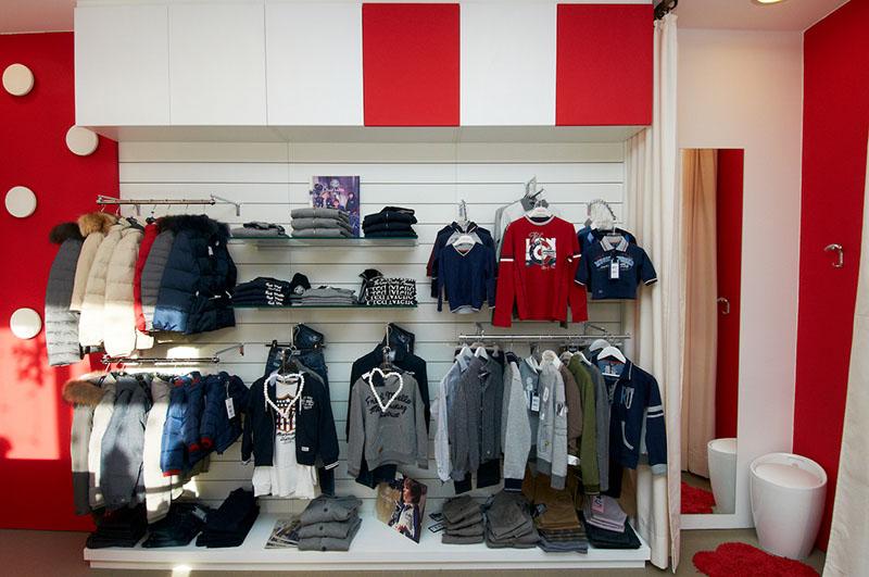 Abbigliamento : Arredamento negozio di abbigliamento per bambini ...
