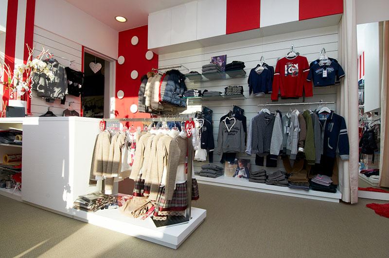 Subitoit arredamento negozio abbigliamento arredamento for Arredamento merceria