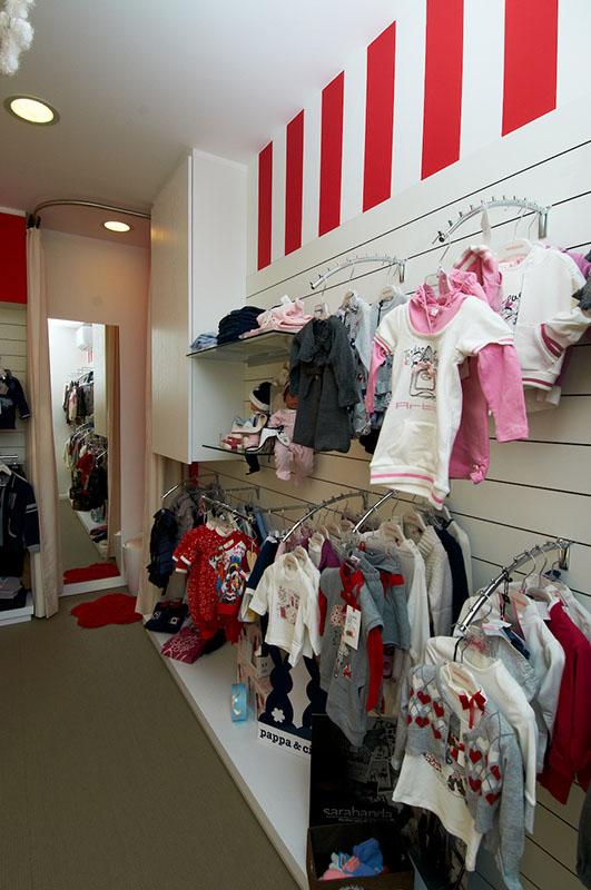 Idee Arredamento Negozio Abbigliamento Bambini: Arredamento negozio di ...