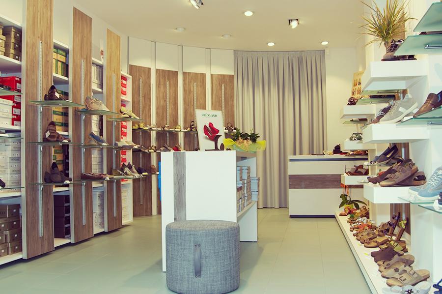 Terdesign progetto impronte negozio di calzature borgosesia for Negozi arredamento vercelli