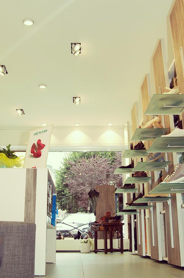 Arredamento negozio calzature: progetto, fornitura arredamento e ...