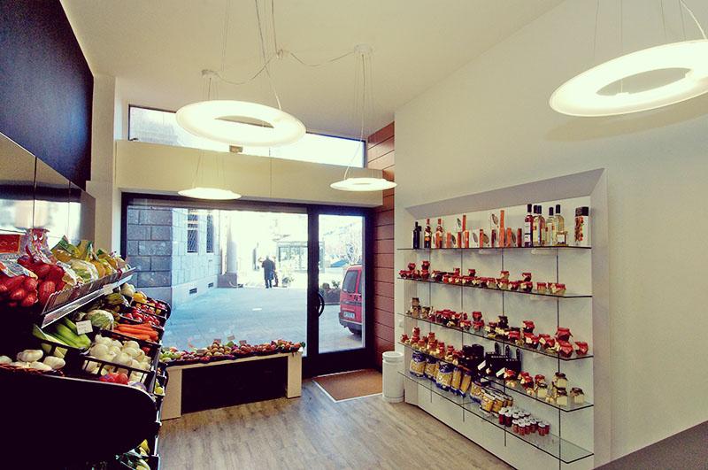 Arredamento negozio di frutta e verdura: progetto, fornitura ...