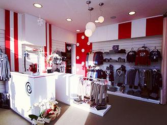 75ee8192ef96e3 Agitaty abbigliamento kids. Arredamento negozio ...