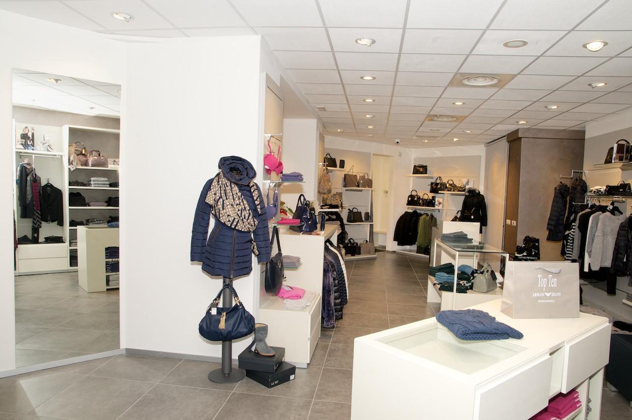 Ampliamento negozio di abbigliamento top ten borgosesia for Arreda negozi shop