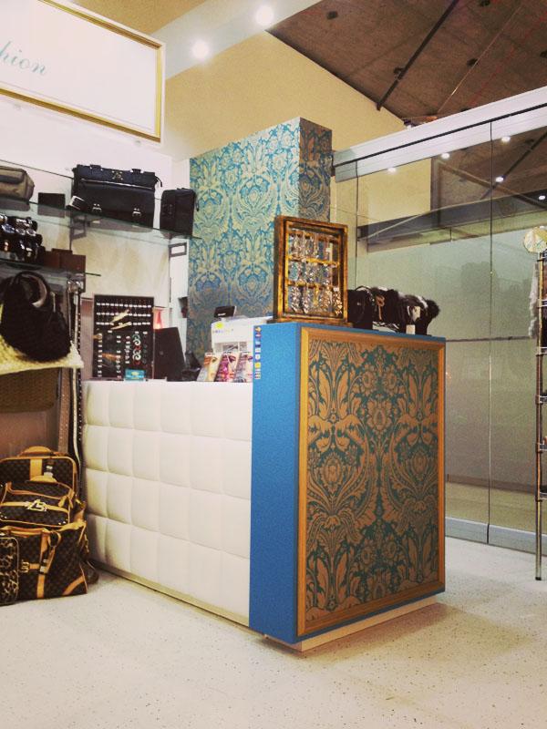 Arredamento negozio di accessori all 39 interno di un centro for Accessori arredamento