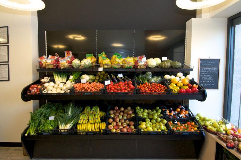 Progettazione e arredamento negozio di frutta e verdura for Outlet online arredamento design