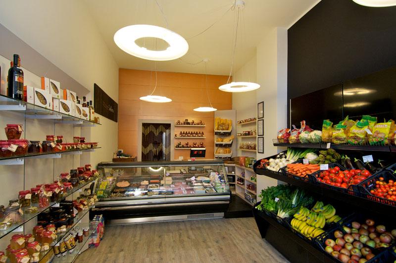 Progettazione e arredamento negozio di frutta e verdura for Arredamento frutta e verdura