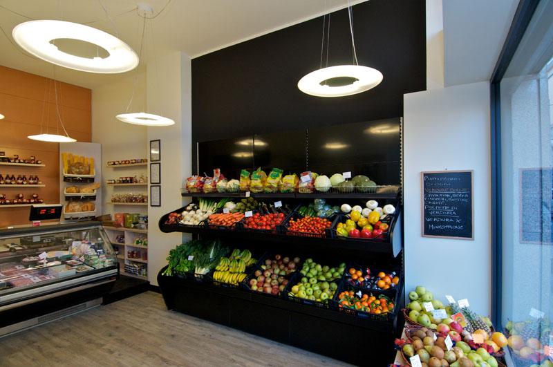 Progettazione e arredamento negozio di frutta e verdura for Arredamento design outlet online